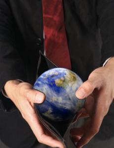 TTIP-sopimuksen investointisuoja luovuttaa ulkomaisille sijoittajille vahvan painostuskeinon valtioiden kanssa käytäviin neuvotteluihin.