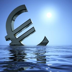 Liittyminen euroon on ollut Suomelle taloudellisesti arvaamatonta ja turmiollista.