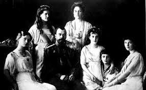 Tsaariperhe – sionistisen eliitin salaliiton uhri.